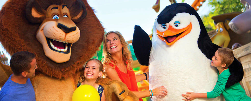 Gold Coast Theme Park and Airport Shared Transfer Package