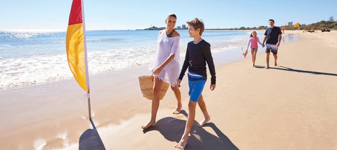 Noosa Day Tour including 2 Course Lunch and Everglades Cruise