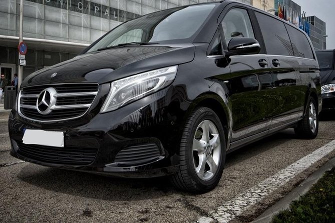 Arrival Private Transfer Melbourne Airport MEL to Melbourne City by Luxury Van