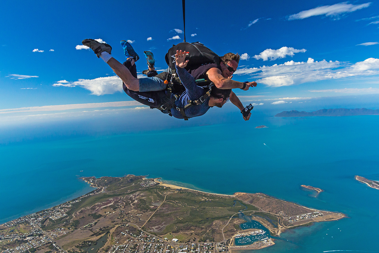 Airlie Beach Tandem Skydive with Beach Landing  – Free Transfers
