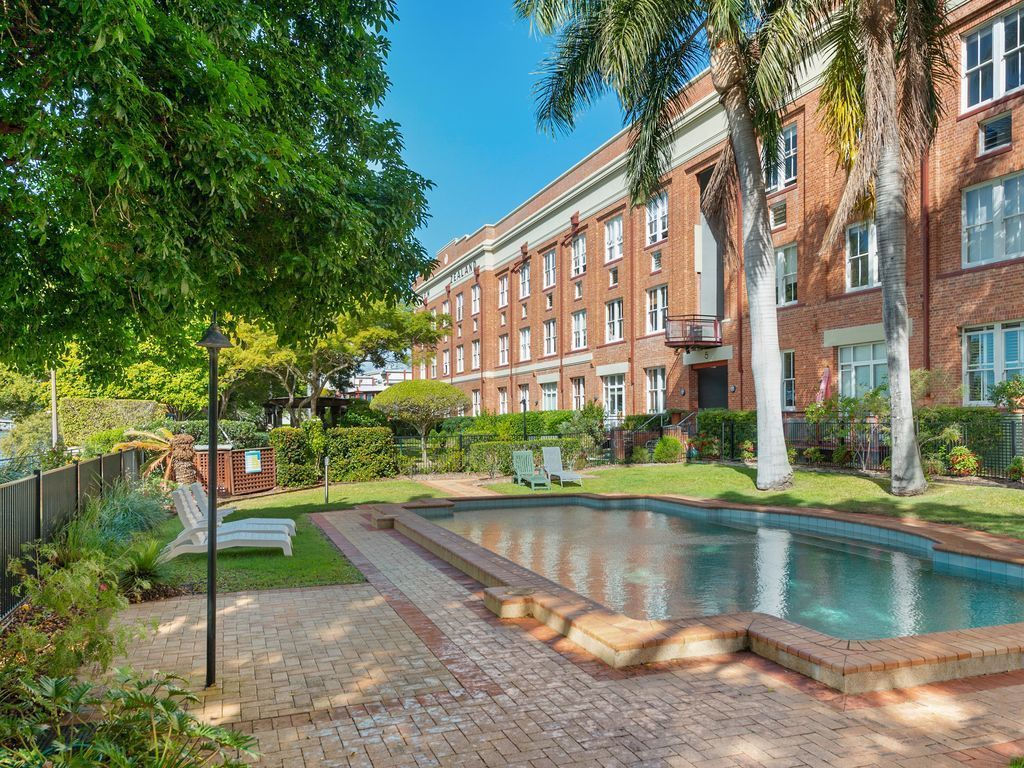 Quintessential Woolstore Warehouse~1bed/1bath/1car
