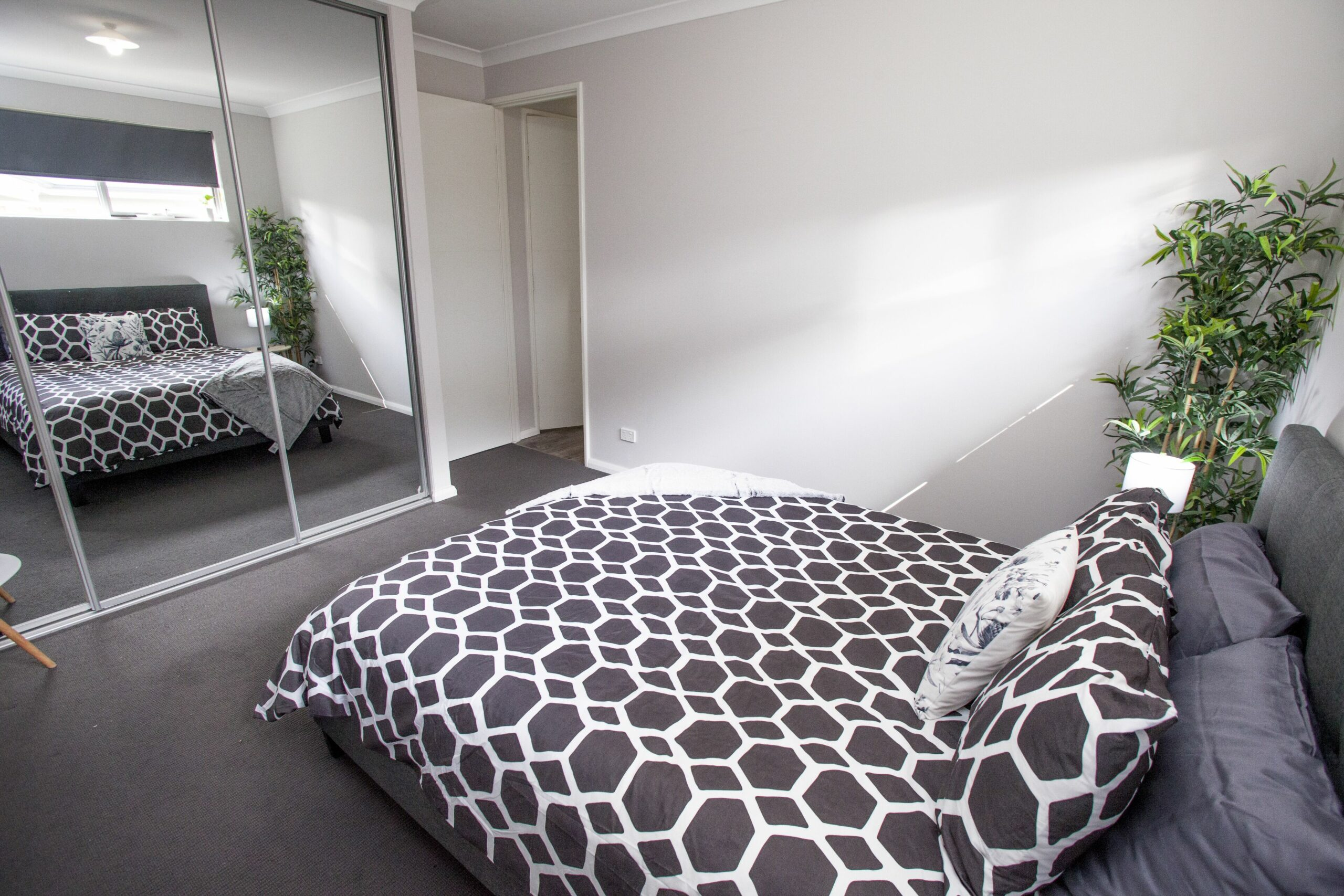 Spacious Guesthouse Close to Airport & City