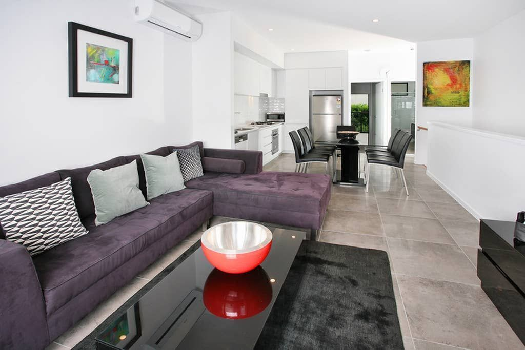 Modern and Spacious Slit-Level Executive 3BR Red Hill Apartment Close to CBD
