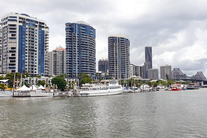 Brisbane River Cruise Boat Tour with Lunch and Drinks