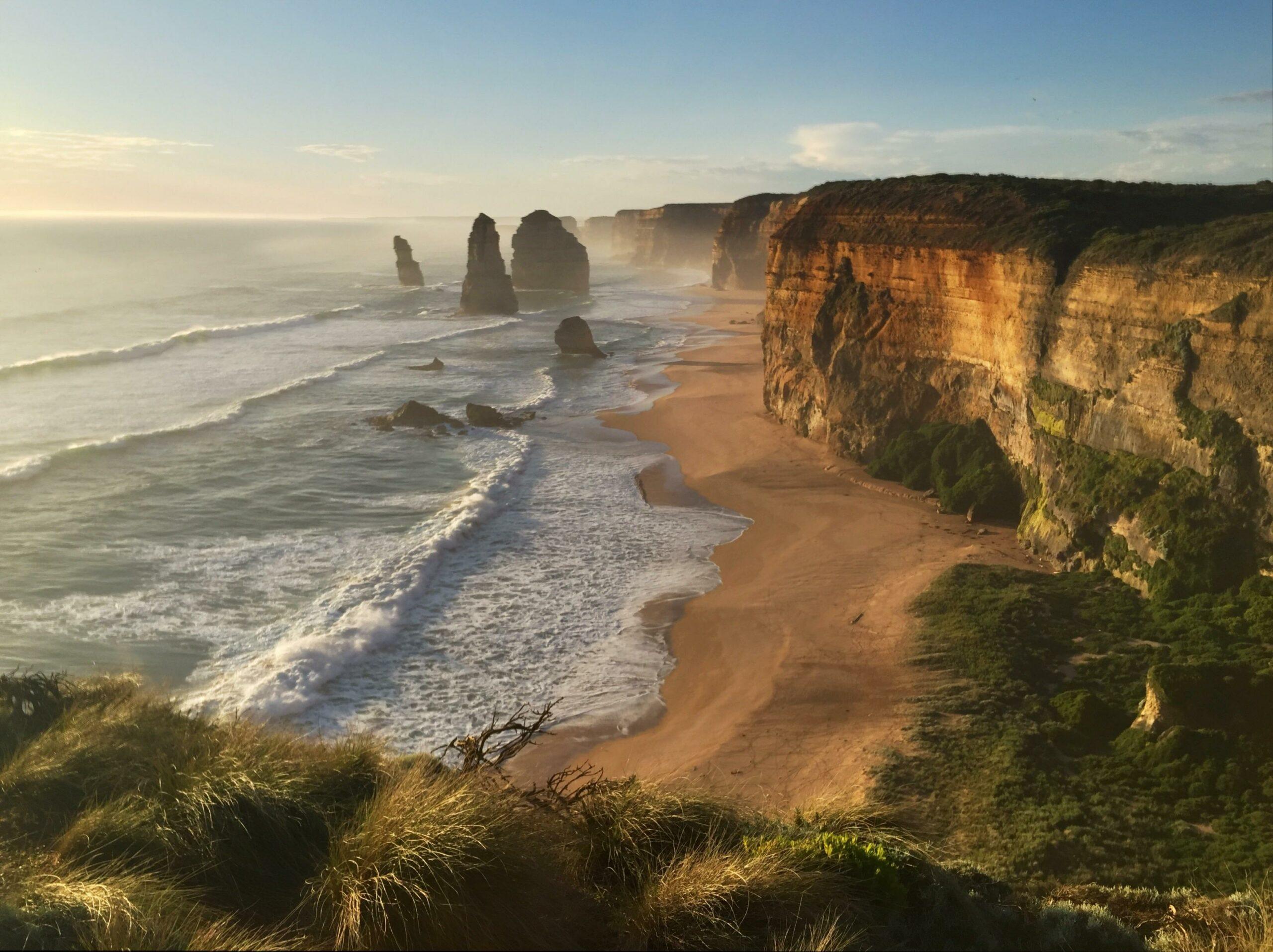 1 day great ocean road 12 apostles budget kangaroos and Koalas Tour