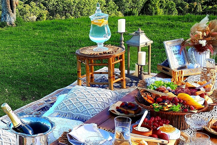 Private Luxury Picnic in Maleny with Grazing Platter